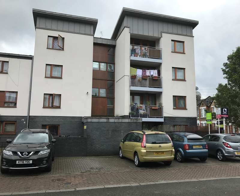 3 Bedrooms Flat for sale in Windrush Road, Harlesden, London, NW10 8NL