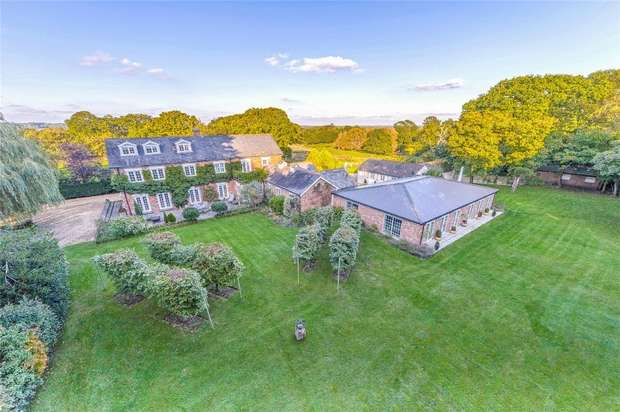 9 Bedrooms Detached House for sale in Arrowsmith Road, WIMBORNE, Dorset