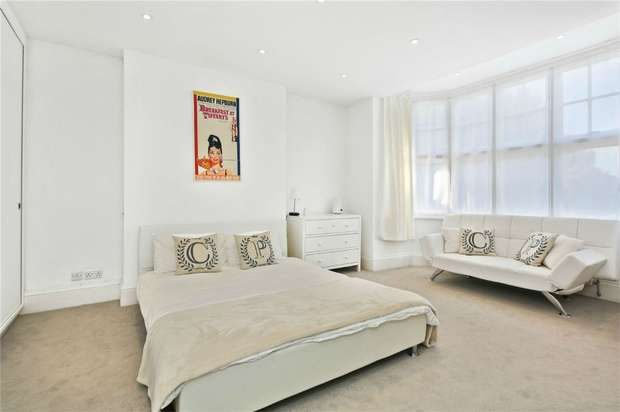 6 Bedrooms Semi Detached House for sale in South Parade, Chiswick