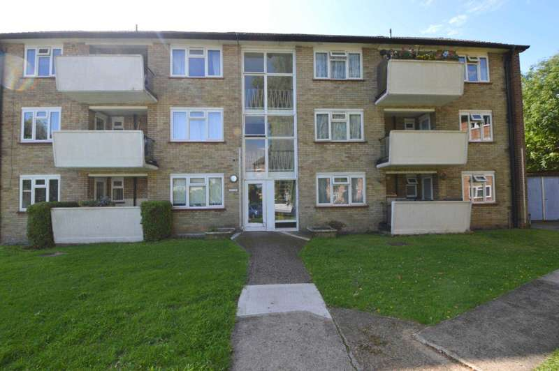 3 Bedrooms Flat for sale in Capel Close, London