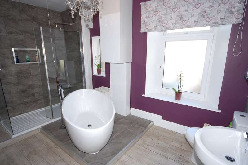 3 Bedrooms Terraced House for sale in Chapel Street, Dalton-in-Furness, Cumbria, LA15 8SL