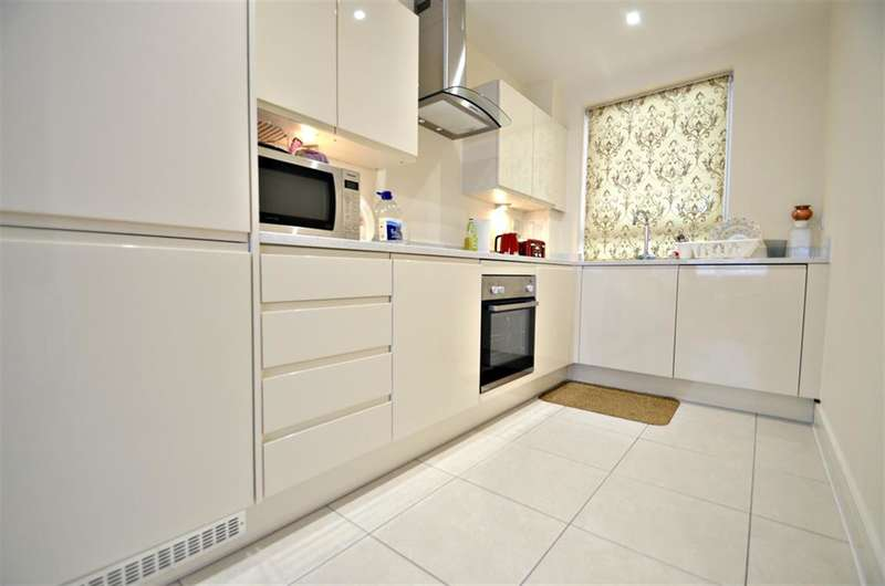 2 Bedrooms Ground Flat for sale in Marsh Road, Riverside Place, HA5 5PA