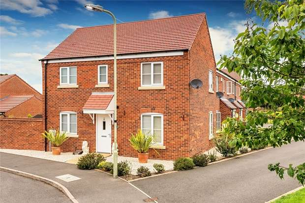 3 Bedrooms End Of Terrace House for sale in Rastrick Close, BRIDGNORTH, Shropshire