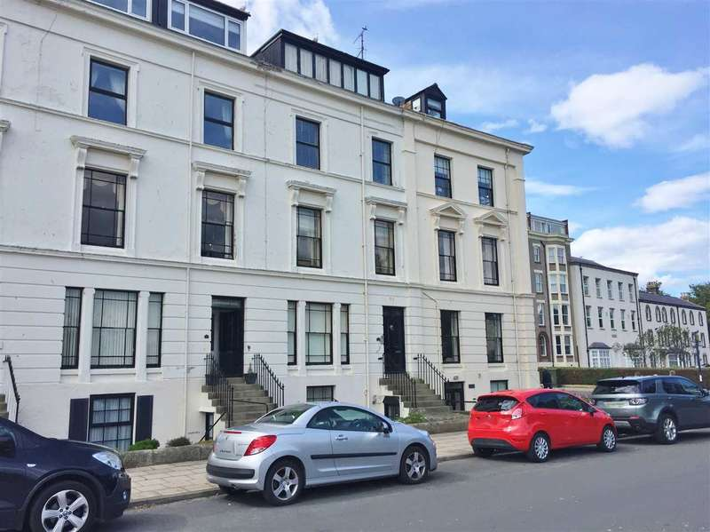 3 Bedrooms Apartment Flat for sale in The Crescent, Filey