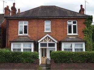 3 Bedrooms Maisonette Flat for sale in Godstone Road, Whyteleafe, Surrey