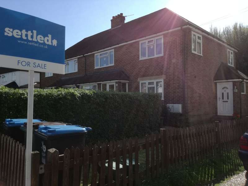 2 Bedrooms Maisonette Flat for sale in Gresham Avenue, Warlingham, Surrey CR6