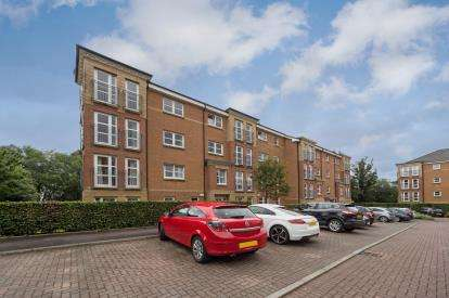 2 Bedrooms Flat for sale in St. Helens Gardens, Langside