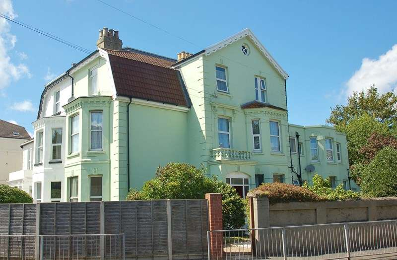 5 Bedrooms Semi Detached House for sale in Foster Road, Gosport