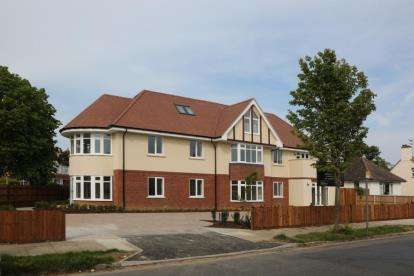 2 Bedrooms Flat for sale in Frinton On Sea, Essex