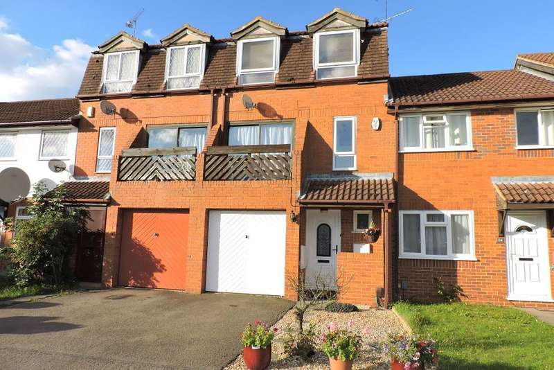 4 Bedrooms Terraced House for sale in Marsom Grove, Luton, Bedfordshire, LU3 4BH