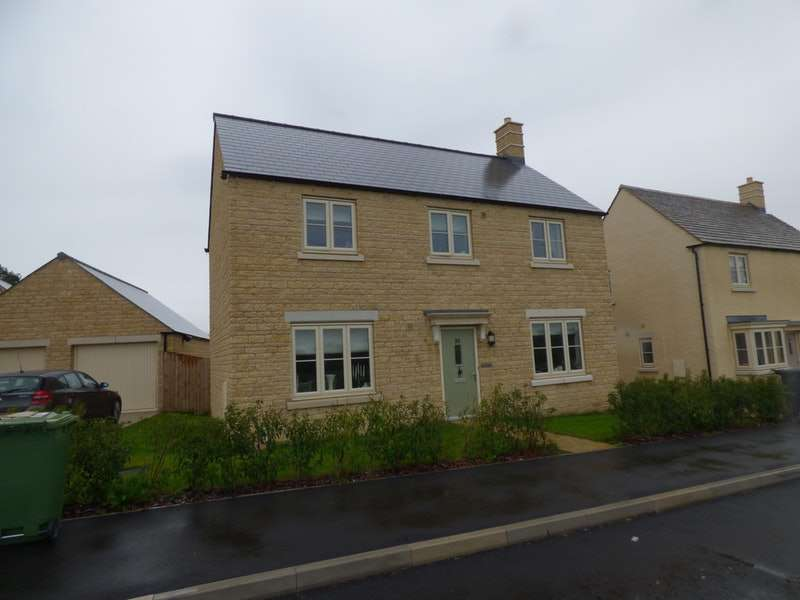 4 Bedrooms Detached House for sale in Spire View, Cirencester, Gloucestershire, GL7