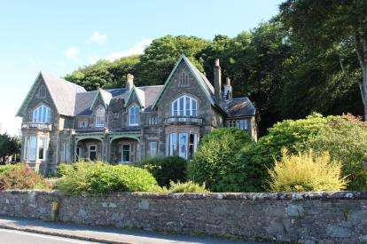 3 Bedrooms Flat for sale in Craigowlet House East, Shore Road