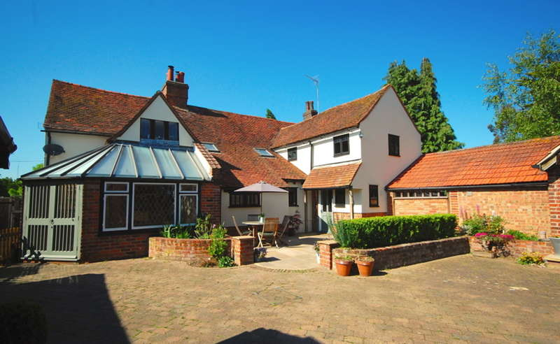5 Bedrooms Detached House for sale in Main Road, Boreham, Chelmsford, CM3