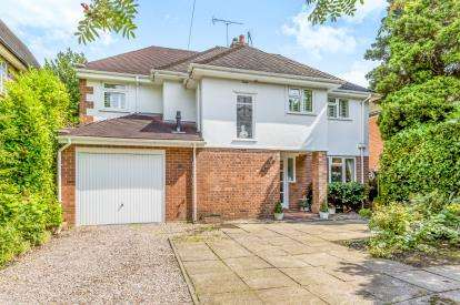 5 Bedrooms Detached House for sale in Dartmouth Avenue, Newcastle, Staffordshire, Staffs
