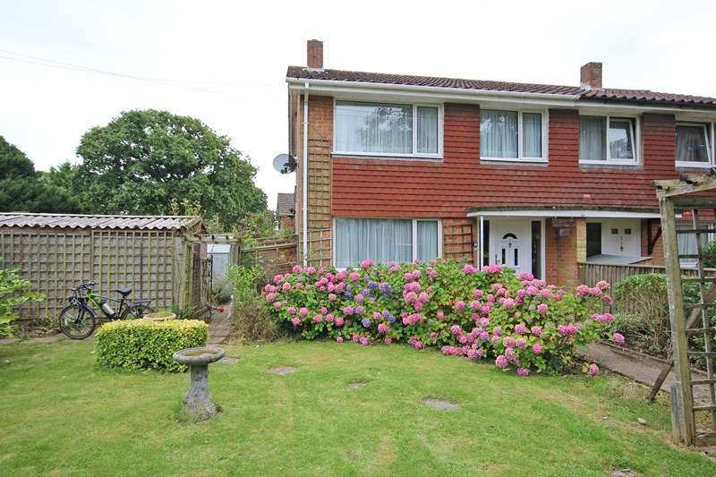 3 Bedrooms Property for sale in Elvin Close, Hordle, Lymington