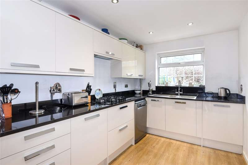 2 Bedrooms House for sale in Hinkley Close, Harefield, Middlesex, UB9