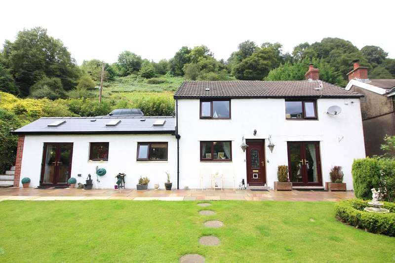 3 Bedrooms Detached House for sale in Rhonas Road, Clydach, Abergavenny, NP7