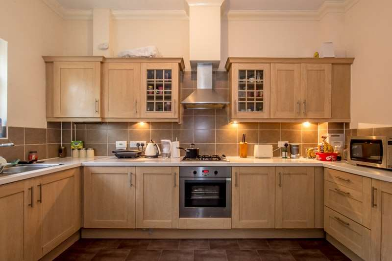 2 Bedrooms Flat for sale in Gawton Crescent, Coulsdon, Kent, CR5