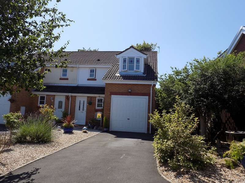 3 Bedrooms Semi Detached House for sale in Coed Y Gog , Broadlands, Bridgend. CF31 5AE