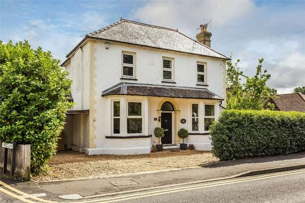 4 Bedrooms Detached House for sale in Knaphill, Surrey