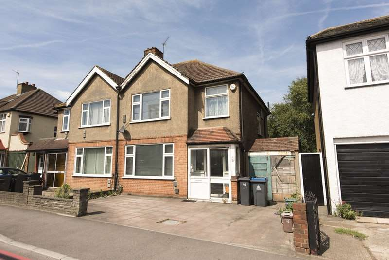 3 Bedrooms Semi Detached House for sale in Tolworth Rise North, Surbiton, Surrey, KT5