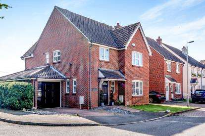 4 Bedrooms Detached House for sale in The Rickyard, Lower Shelton, Marston Moretaine, Bedford