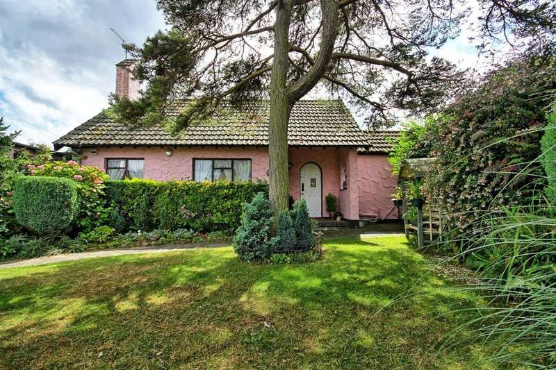 2 Bedrooms Bungalow for sale in Broadlawn, Leigh-on-sea