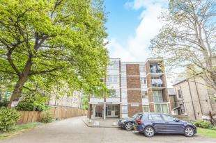 1 Bedroom Flat for sale in Rebecca Court, 9 Copers Cope Road, Beckenham, Uk