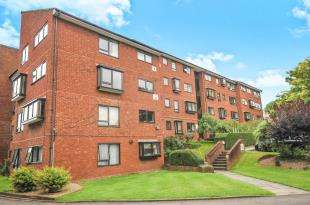 2 Bedrooms Flat for sale in Whitehaven Close, Bromley