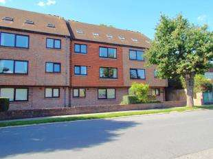 2 Bedrooms Flat for sale in River Court, Lewisham Road, River, Dover, Kent