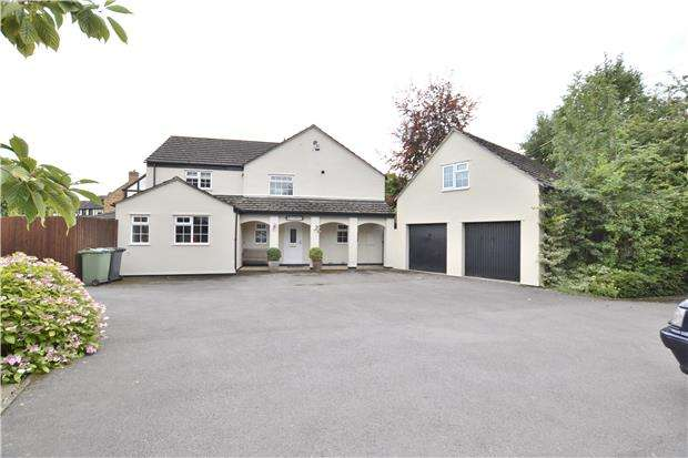 4 Bedrooms Detached House for sale in Green Lane, Hucclecote, GLOUCESTER, GL3 3RB
