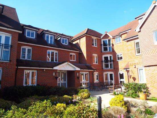 2 Bedrooms Retirement Property for sale in 28 Oyster Lane, Byfleet, Surrey