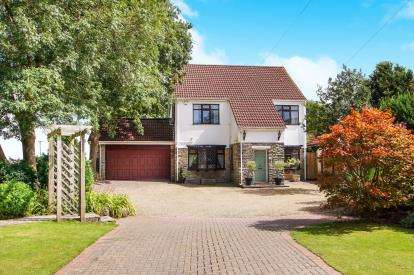 4 Bedrooms Detached House for sale in Harry Stoke Road, Stoke Gifford, Bristol