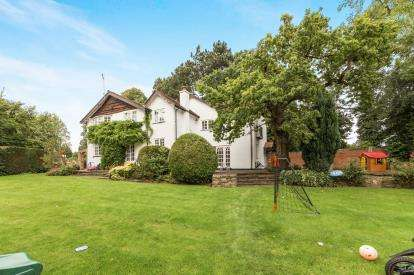 4 Bedrooms Detached House for sale in Hollies Lane, Wilmslow, Cheshire