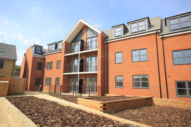 2 Bedrooms Flat for sale in Heath View, Royston, Hertfordshire