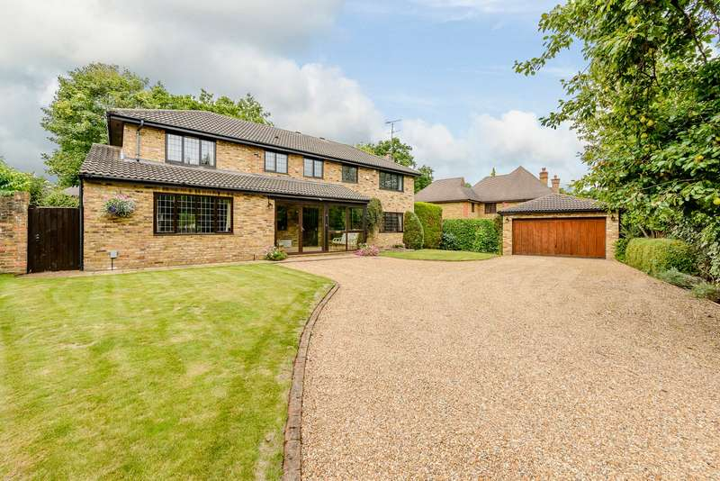 5 Bedrooms Detached House for sale in Horsell
