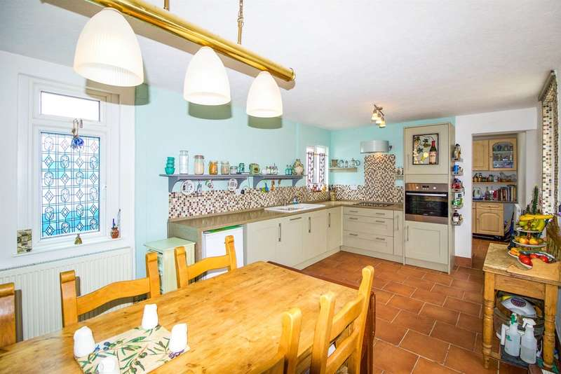 3 Bedrooms Semi Detached House for sale in New Road, Porthcawl
