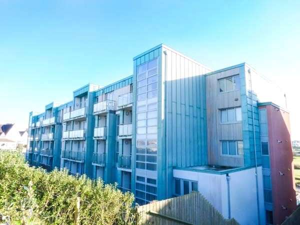 2 Bedrooms Flat for sale in Zinc, Headland Road, Newquay