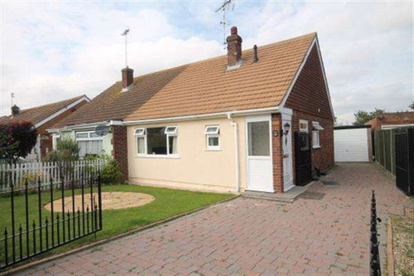 2 Bedrooms Bungalow for sale in Hawthorn Road, Great Clacton