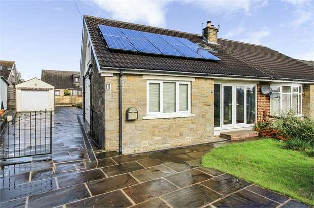 3 Bedrooms Semi Detached Bungalow for sale in Ogden Crescent, Denholme, Bradford, West Yorkshire