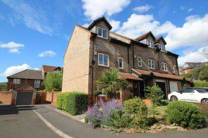 3 Bedrooms End Of Terrace House for sale in Avon Close, St. George, Bristol, United Kingdom