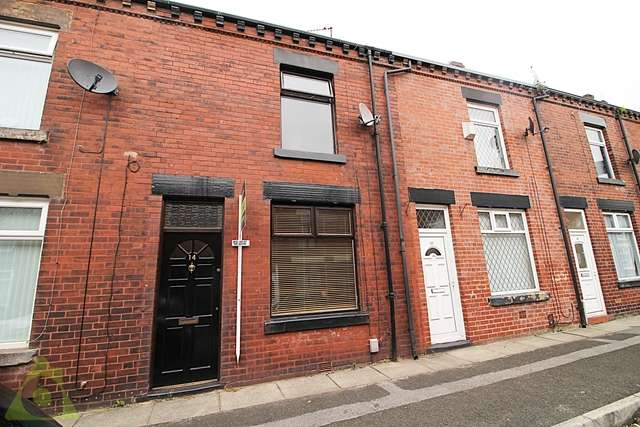 2 Bedrooms Terraced House for sale in Norton Street, Astley Bridge, BL1