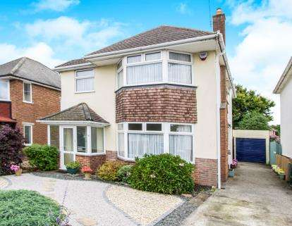 4 Bedrooms Detached House for sale in Strouden Park, Bournemouth, Dorset