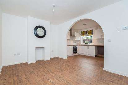 3 Bedrooms Semi Detached House for sale in Gloucester Road, Peterborough, Cambridgeshire