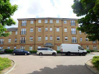 2 Bedrooms Flat for sale in Piper Way, Ilford