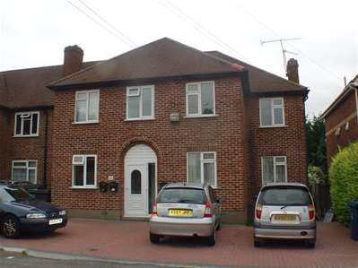 2 Bedrooms Flat for sale in Kenton Lane, Harrow Weald