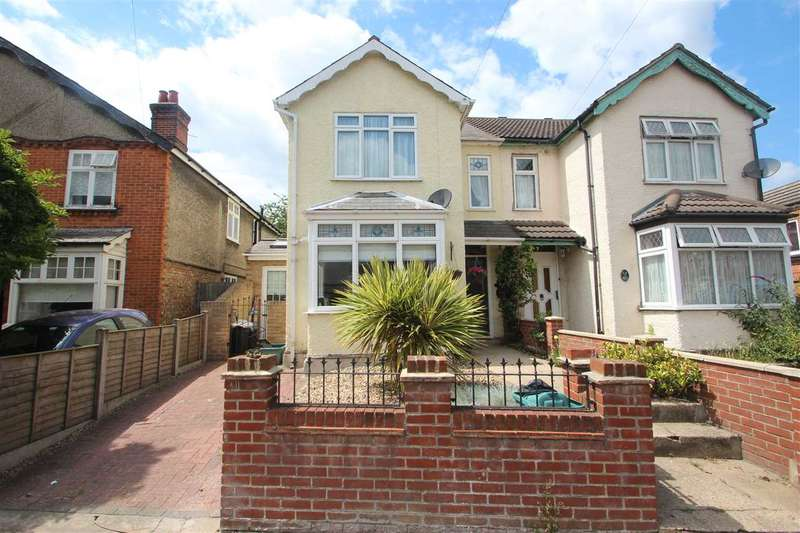 3 Bedrooms Semi Detached House for sale in Bourne Road, Colchester