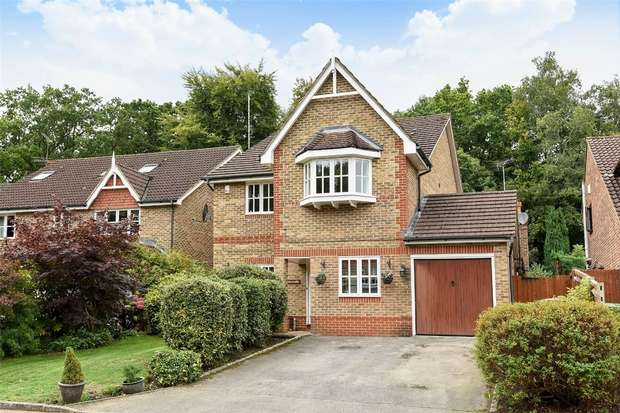 4 Bedrooms Detached House for sale in Kingsley Close, CROWTHORNE, Berkshire