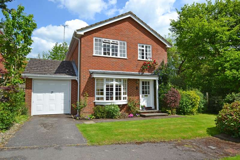 4 Bedrooms Detached House for sale in Dickins Way, Horsham, RH13