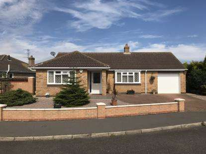 2 Bedrooms Bungalow for sale in Bramley Walk, Skegness